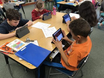 Avery students in iPads